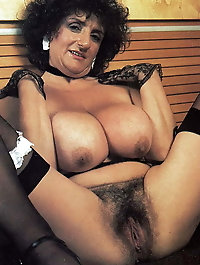 Mature milf with restless pussy